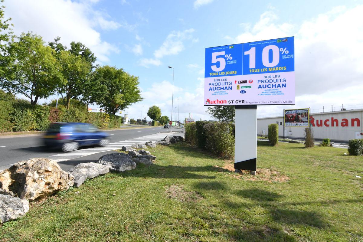 Lediamedia Auchan Saint-Cyr-Sur-Loire panneau LED